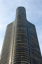 Lake Point Tower, a curvilinear Modernist building in Chicago