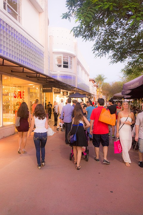 throngs of tourists strolling on Lincoln Road in early evening light