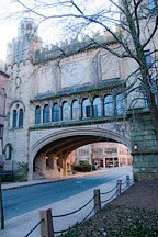 building spanning street, creating a gateway to Yale University