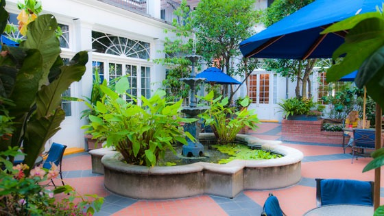 courtyard of New Orleans French Quarter hotel