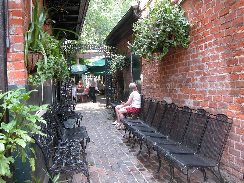 New-Orleans-Courtyards-05JUN17-4500