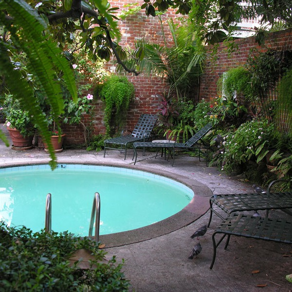 pool alcove in French Quarter courtyard