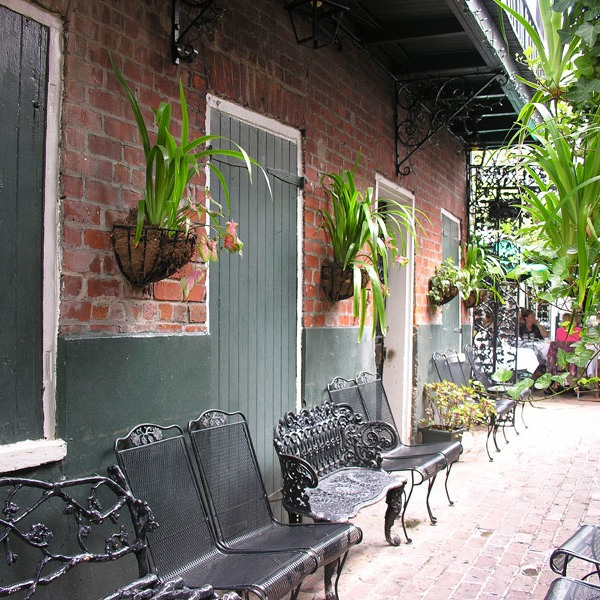 another furnished French Quarter passage