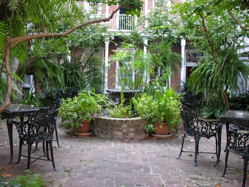 New-Orleans-Courtyards-06SEP07-0957