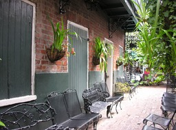 New-Orleans-Courtyards-06SEP10-1740