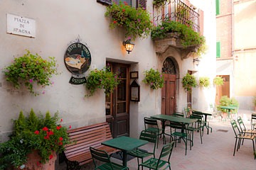 street cafe in Pienza, Italy