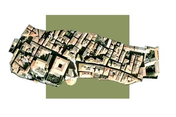 Pienza, Italy overlaid on the outline of a Mormon Block