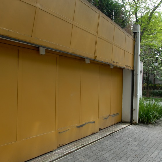 Sao Paulo, Brazil steel garage door with electric fence above