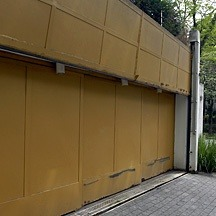 steel garage door in Sao Paulo subdivision